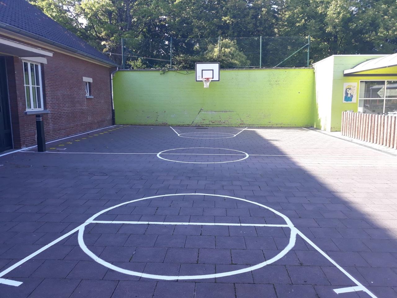 Basketbalplein grote speelplaats