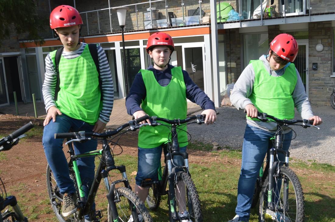 fietsen met de leerlingen